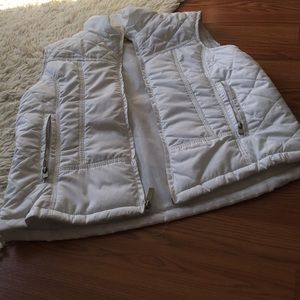 Trendy White Puffer Jacket Vest